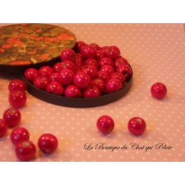 DESTOCKAGE - 50 perles en bois fuschia 12 x 11 mm