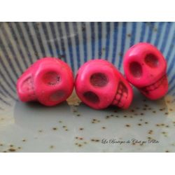 DESTOCKAGE - Lot de 3 perles crânes en howlite fuschia 13 x 10 mm