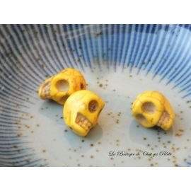 DESTOCKAGE - Lot de 3 perles crânes en howlite jaune 13 x 10 mm