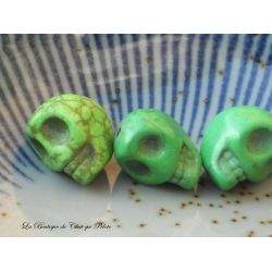 DESTOCKAGE - Lot de 3 perles crânes en howlite vert 13 x 10 mm